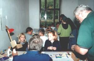 2000 - Basteln mit den Schülern in den Ferien.