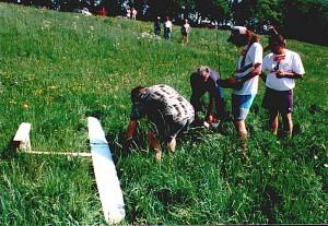 2000 - Vermessen des Modells durch die Jury nach der Landung. (Pilot H. Michl).