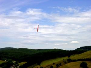 2001 - MFK-Klubbewerb F3F-Hangfliegen am 8.7.2001. Flug eines Modells von Herrn Scharf.