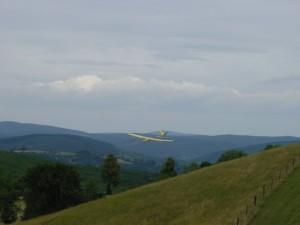 2001 - MFK-Klubbewerb F3F-Hangfliegen am 8.7.2001. Flug eines Modells.