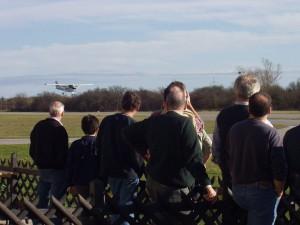 2002 - 1.Virtueller F3F-Wettbewerb > Mitglieder des MFK vor dem Flugfeld