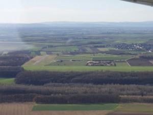 2002 - 1.Virtueller F3F-Wettbewerb > Queranflug mit Sicht auf die Landebahn