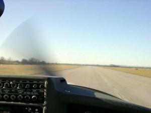 2002 - 1.Virtueller F3F-Wettbewerb > Blick aus dem Cockpit der Cessna 172 beim Start!