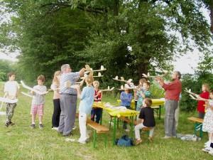 2002 - Basteln eines Wurfgleiters mit den Schülern > 3.Tag Letzte Einstellungen am Modell