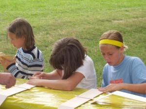 2002 - Basteln eines Wurfgleiters mit den Schülern > 3.Tag Schleifen des Modells