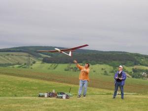 2002 - Landewettbewerb in Sieghartskirchen - Robert Dürrmoser beim Start seines Modells