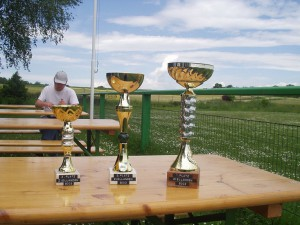 2003 - Sieghartskirchen - Die Pokale warten.