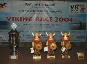 2004 - Viking Race 2004 auf Rügen. Die Wikinger warten auf einen neuen Besitzer.