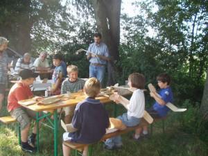 2004 - Basteln mit den Schülern > Dritter Tag - Wir streichen