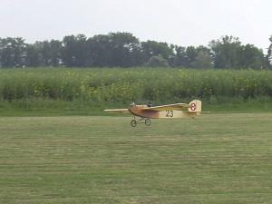 2004 - Flugtag Rakvice. Oldtimer bei der Landung