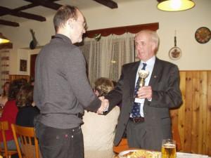 2005 - Siegerehrung F3K am Klubabend 3.12.2005 - H. Pfaffinger 1. Platz