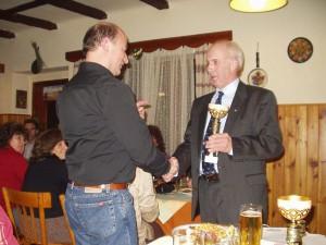 2005 - Siegerehrung F3K am Klubabend 3.12.2005 - W. Windhagauer 3. Platz
