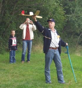 2005 - Schülerwettbewerb 2005 - Unser Obmann zeigt wie's geht.