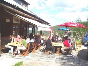 2005 - F3F Wöllaner Nock > Warten auf die Siegerehrung vor der Geiger Hütte.