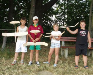 2006.07.26 - 3.Tag des Fliegerbastelns 2006 - Die Modelle sind fertig und bereits eingeflogen.