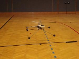 6.3.2010 Hallenfliegen in Breitenfurt - Hubschrauber mit Landehilfe