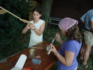 21.7.2010 2. Tag Basteln mit den Schülern- Streichen, Streichen, Streiiiiiiiichen ...