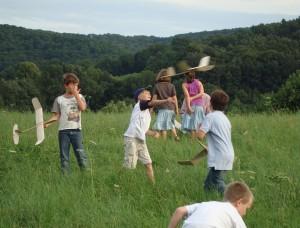 28.7.2010 3. Tag Basteln mit den Schülern - Einfliegen