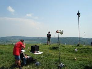 22.5.2011 1. Fliegen am Braunsberg - Südseite Wettbewerbsleitung + Vorbeiflug Lukas G.