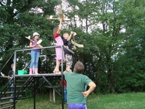 Dritter Basteltag mit den Schülern - Einfliegen von der Rampe
