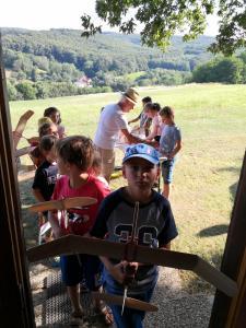 03.07.2019 Schülerbasteln 2019 Warten auf das Einwiegen des Fliegers